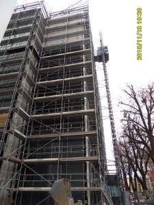 Fassadengerüst mit Aufzug