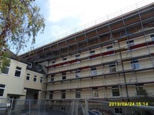 Fassadengerüst und Dachfanggerüst